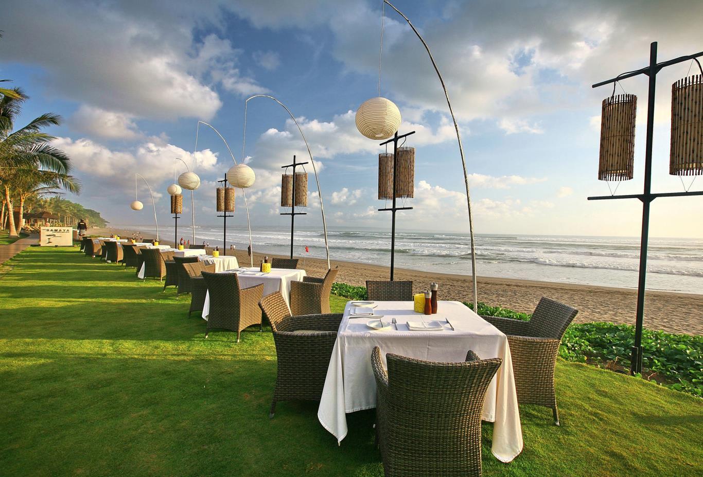 Breezes BeachFront Table