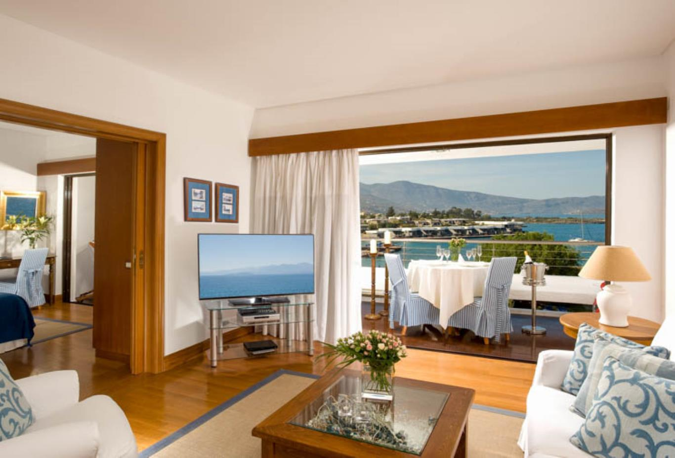 Deluxe Hotel Suite Sea View (Two Bedrooms & Sitting Room Separate)