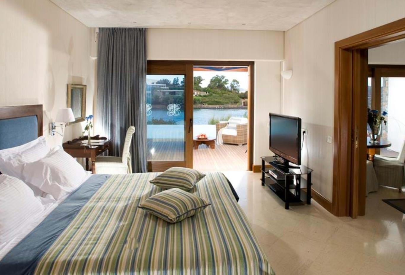 Gold Club   Junior Bungalow Suite Front Sea View sharing a pool2