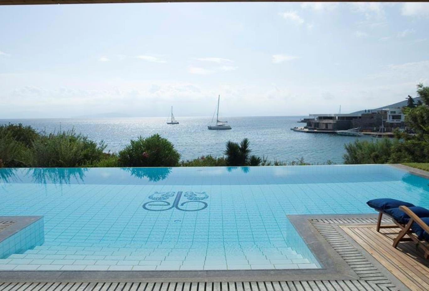 Gold Club   Mediterranean Villa Front Sea View with private poo