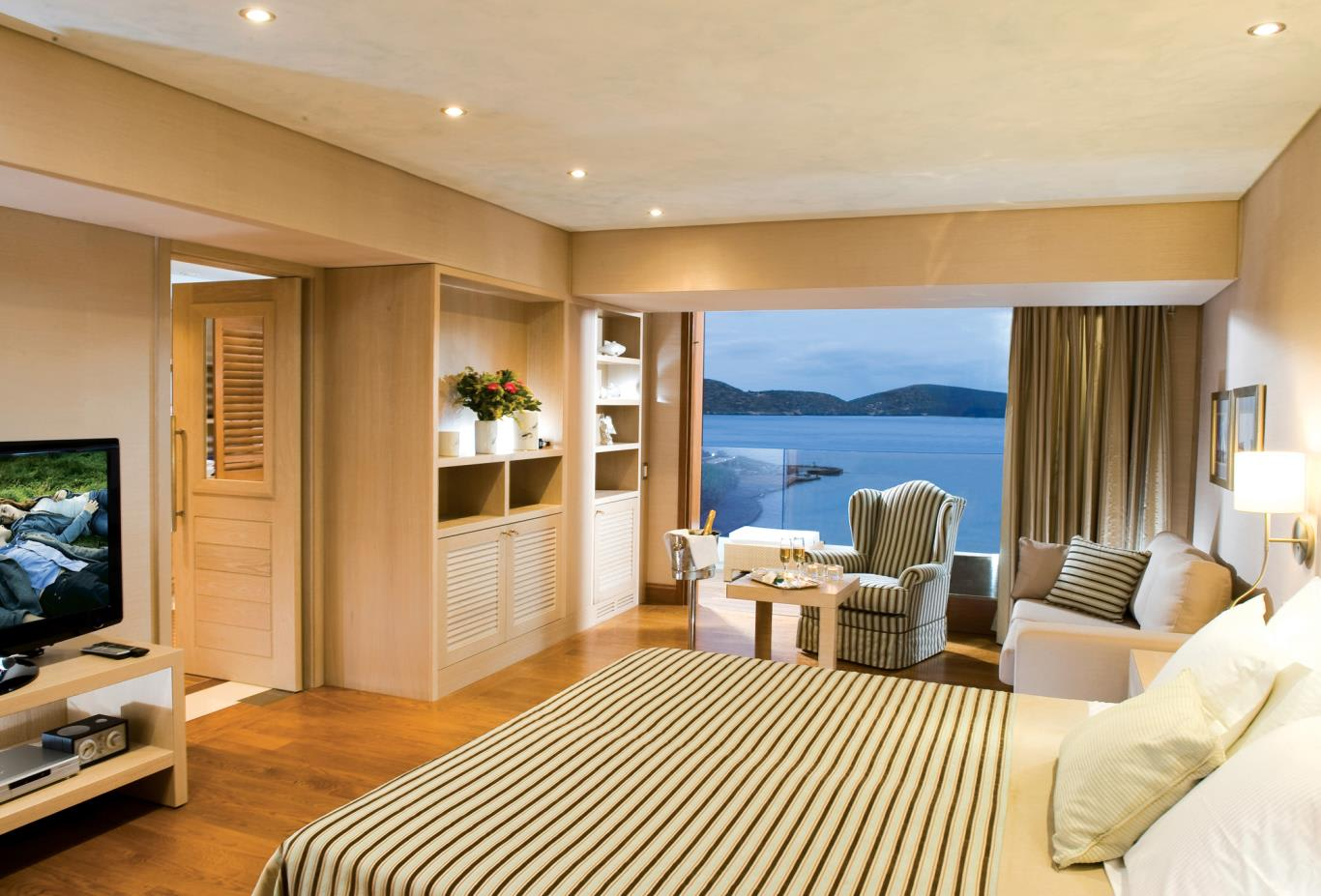 Gold Club Deluxe Hotel Suites with Sea View