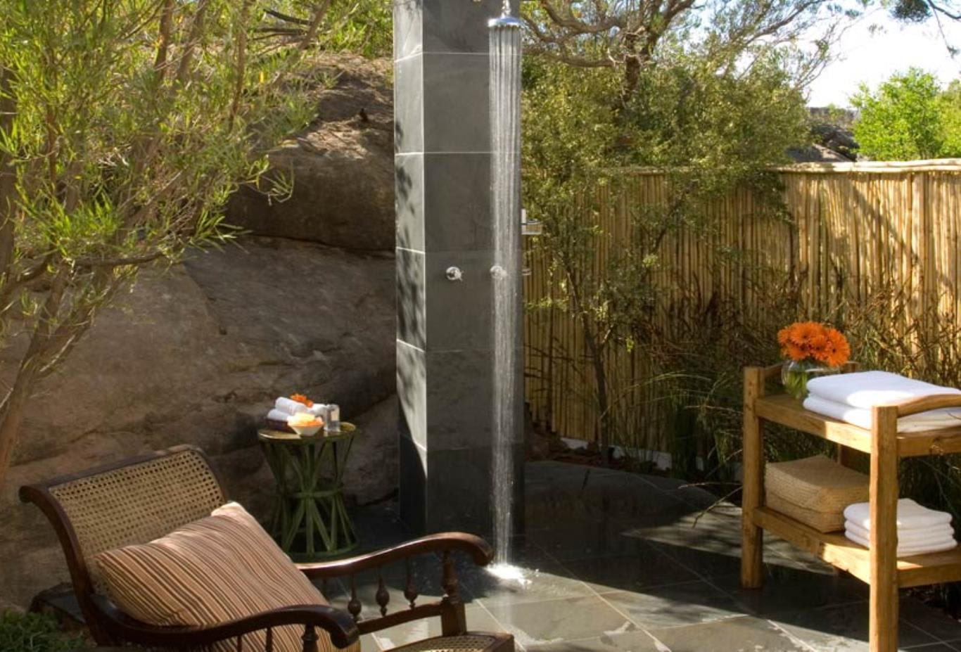 Koro-Lodge-Outdoor-Shower