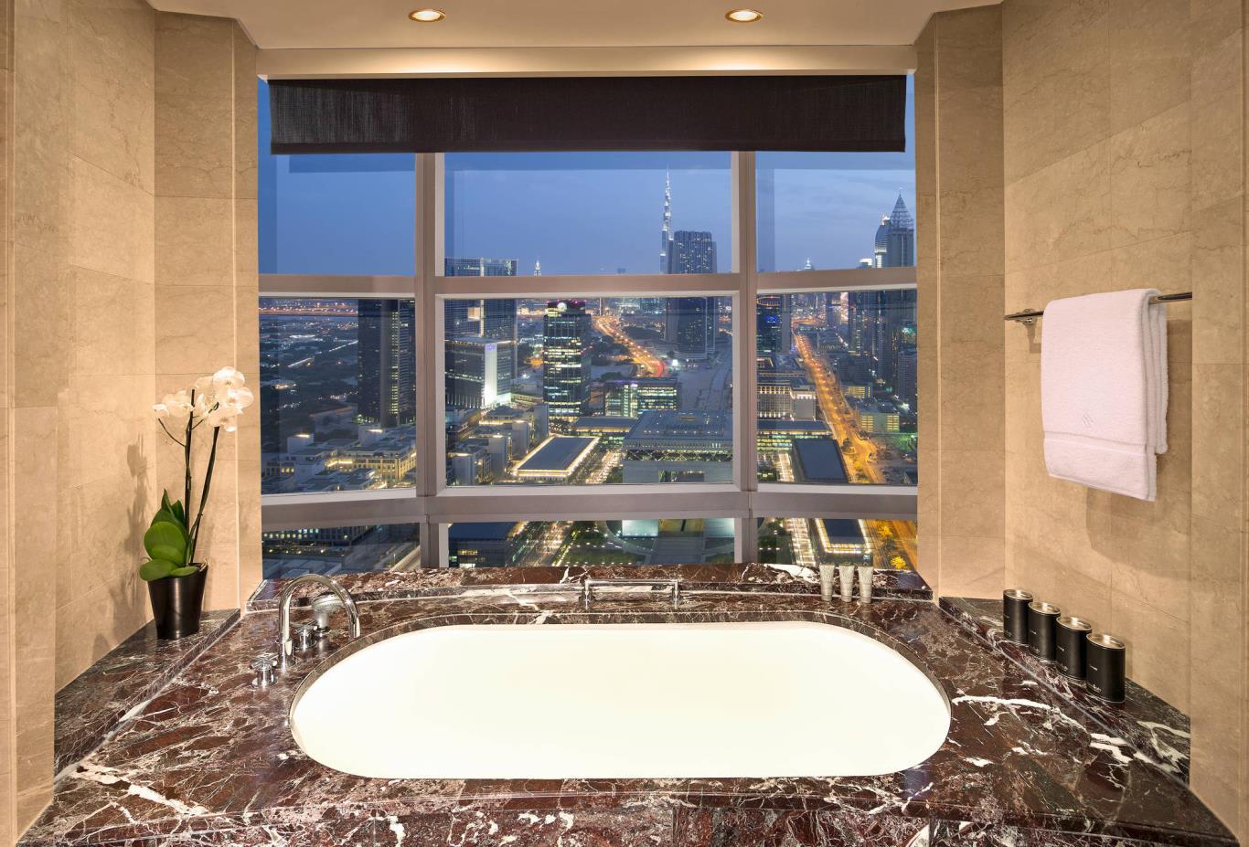 Club_Suite_Bathroom