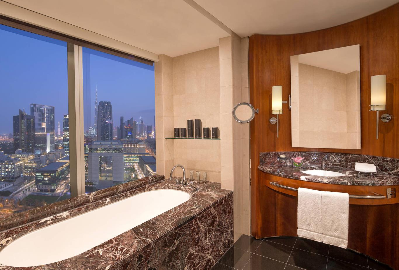 Deluxe_Suite_Bathroom