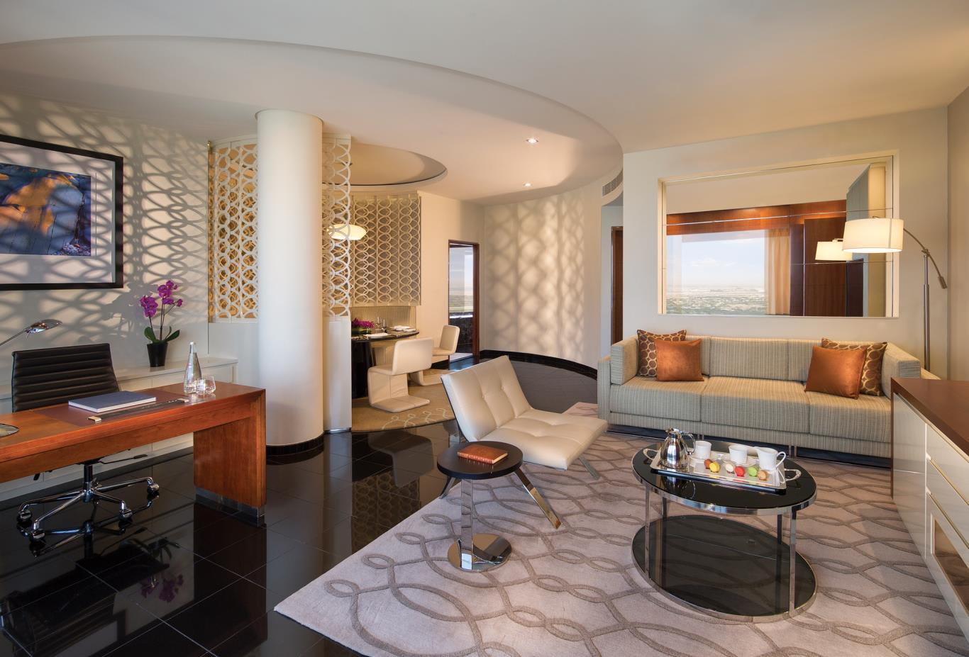 Deluxe_Suite_Living_Room
