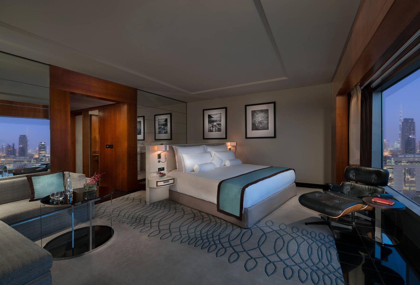 Premier_Deluxe_Bedroom