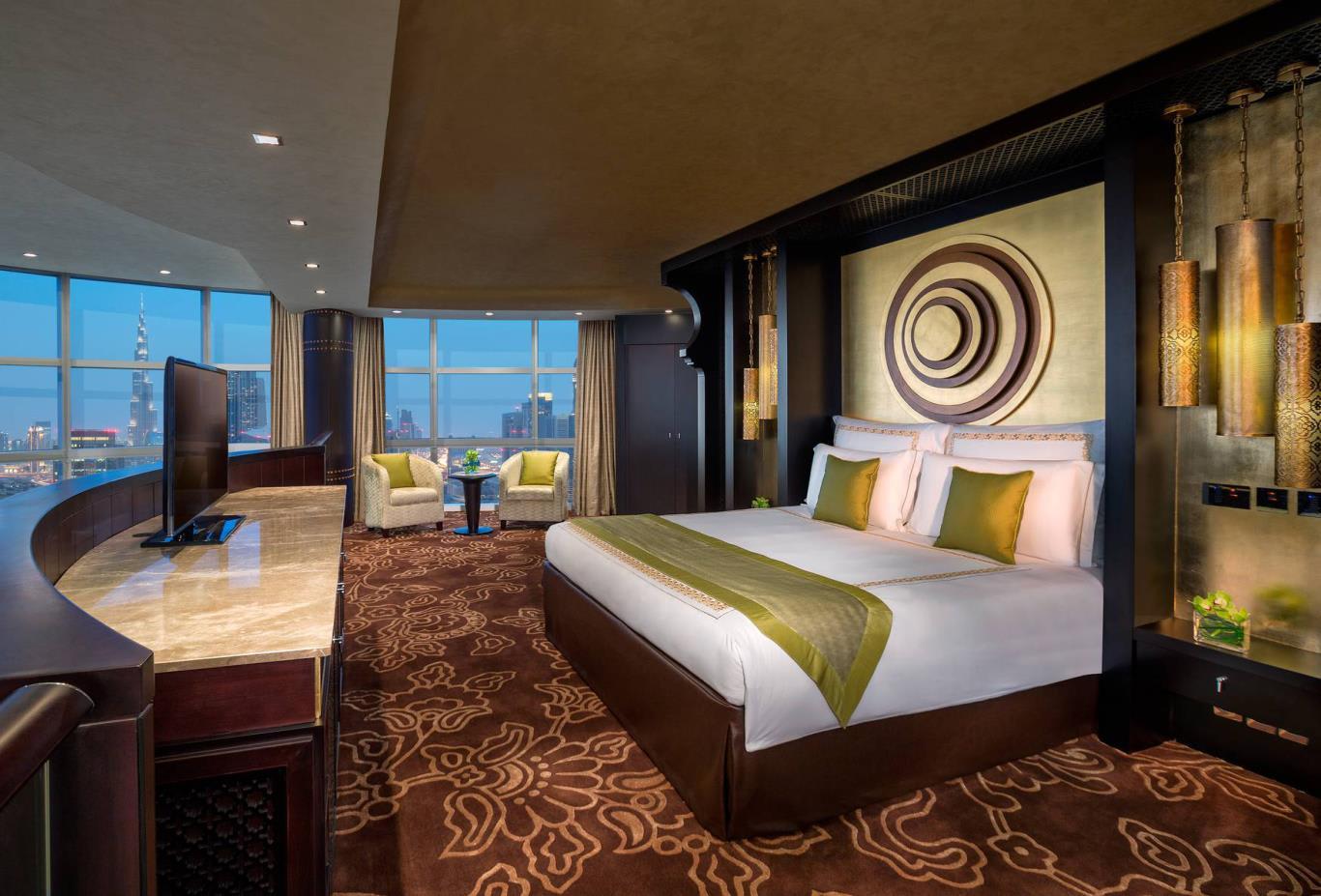 Royal_Suite_Main_Bedroom