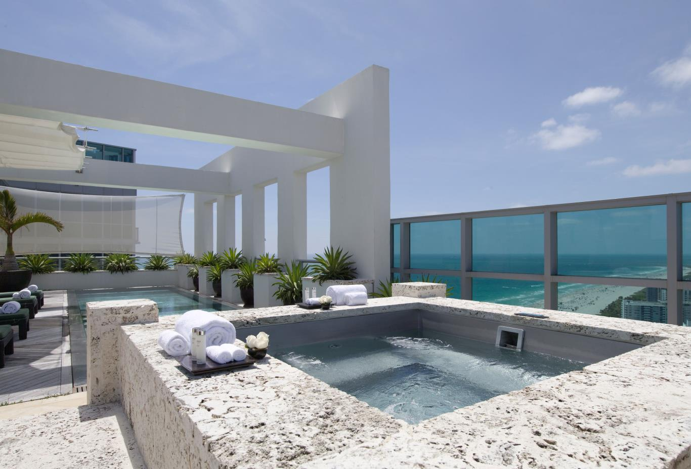 Tower Penthouse Jacuzzi