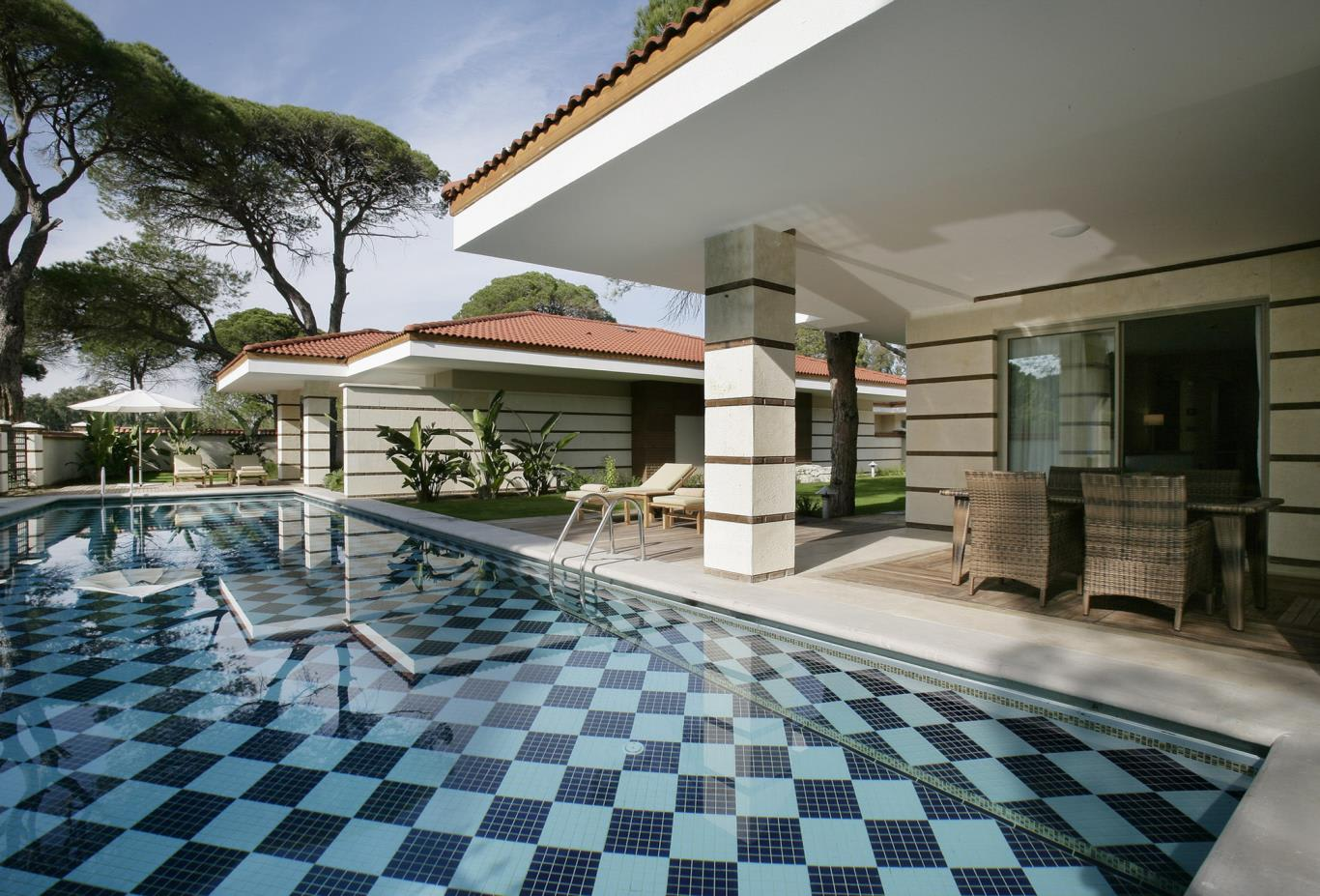 Royal golf villa pool