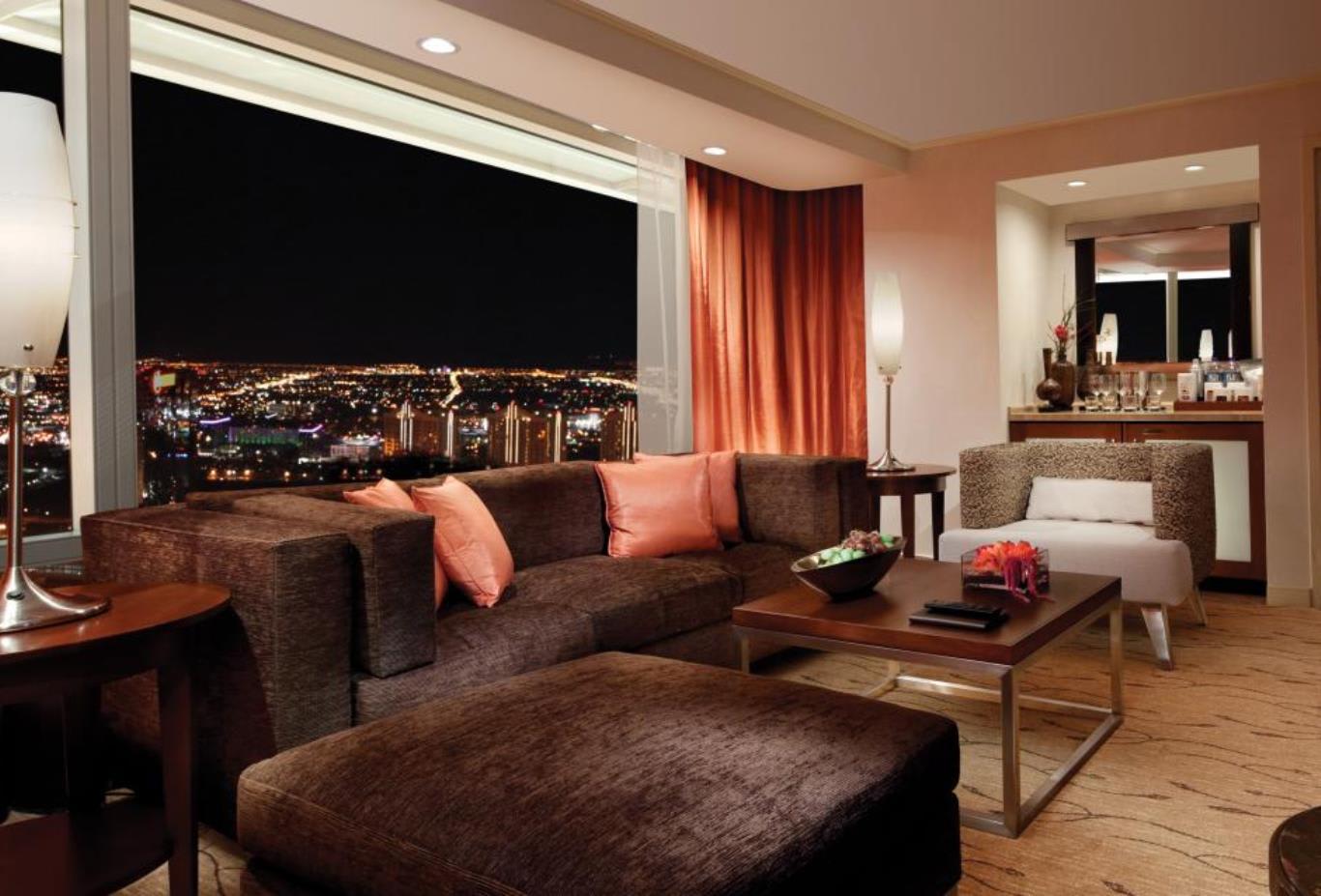 Corner Suite Lounge
