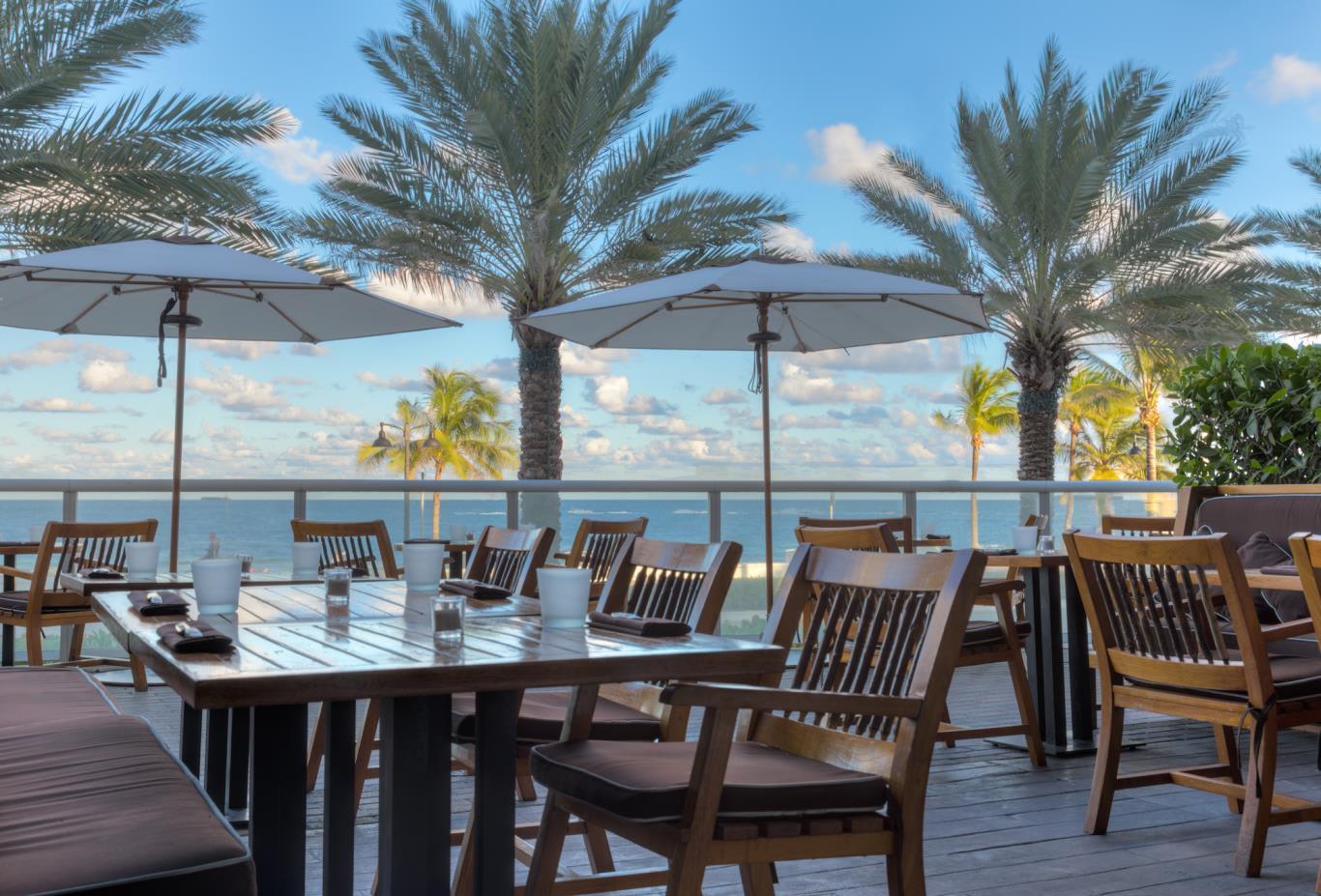 Steak-954-outdoor-patio