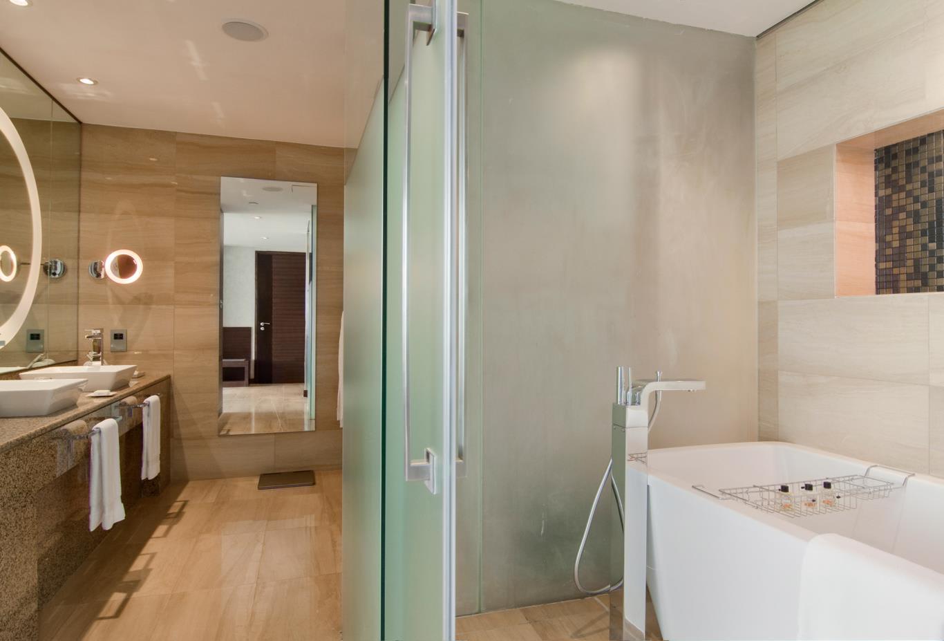 Fairmont-Gold-Superior-Bathroom