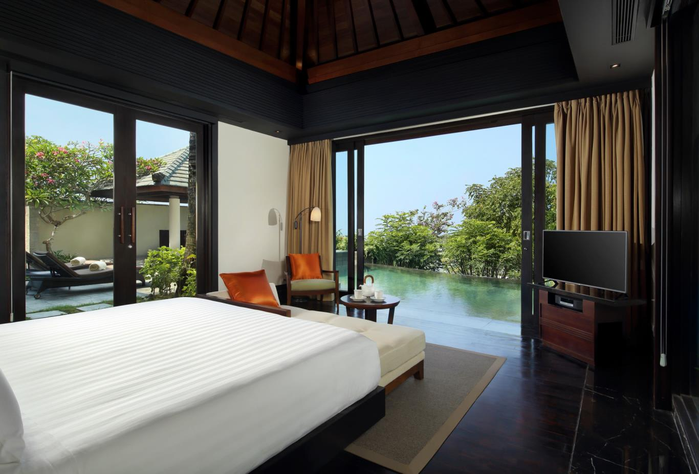 Pool Villa Garden Bedroom