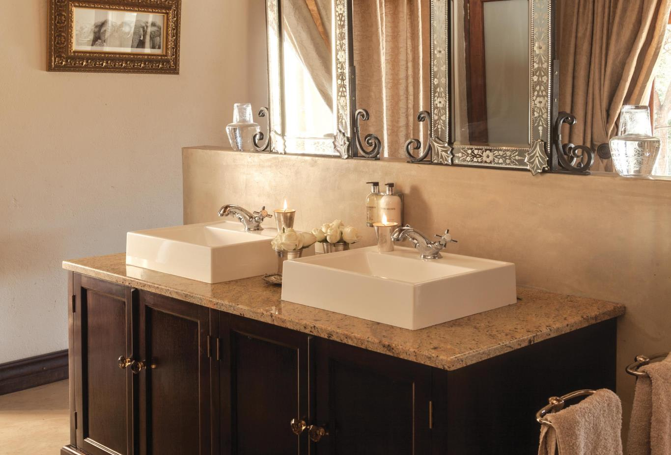 Honeymoon-suite-bathroom-vanity