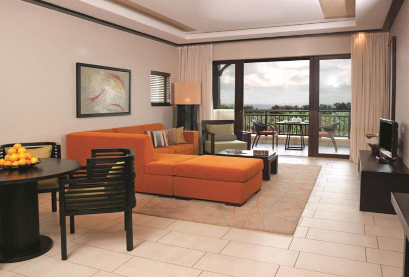Deluxe Garden Suite lounge area
