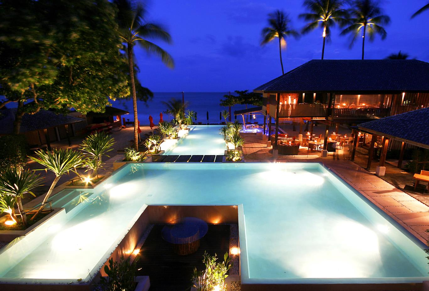 Nighttime-shot-with-pool