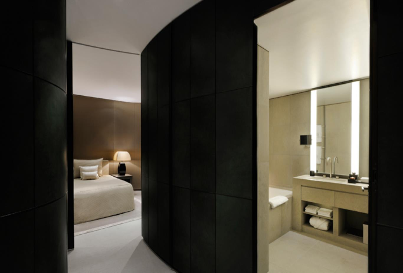 Armani Fountain Suite with bathroom