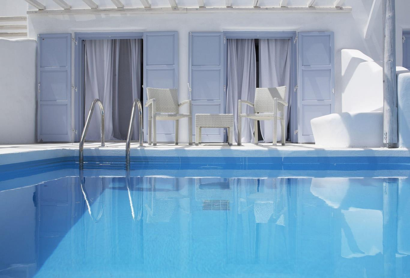 Executive Suite Sea View outdoor pool