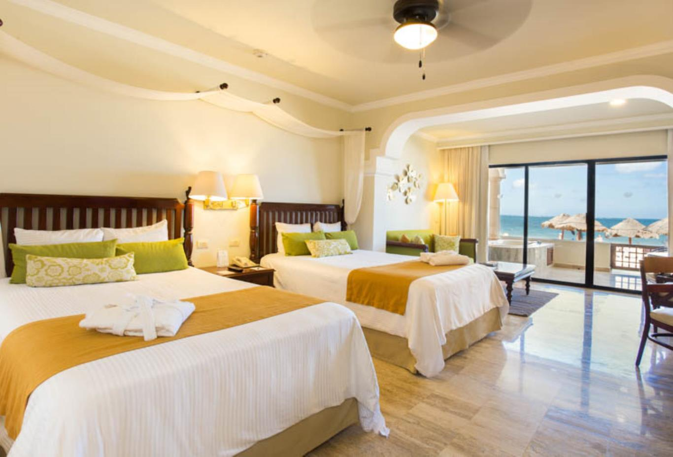 Preferred Club Junior Suite Beach Front double beds
