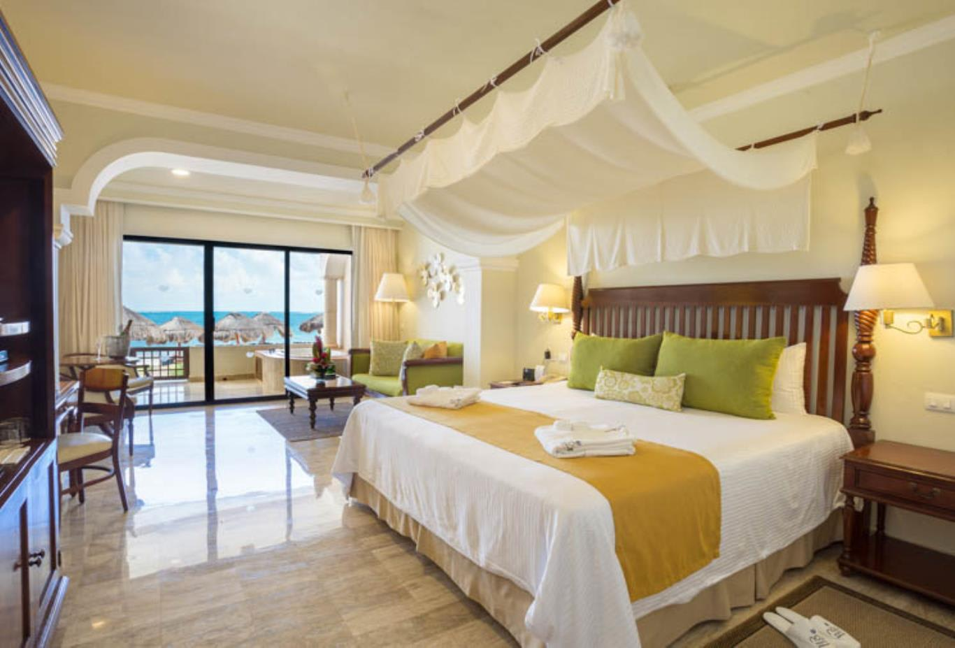 Preferred Club Junior Suite Beach Front king bed