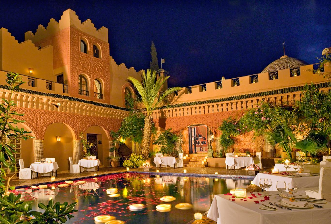 kasbah-dining-reflecting pool