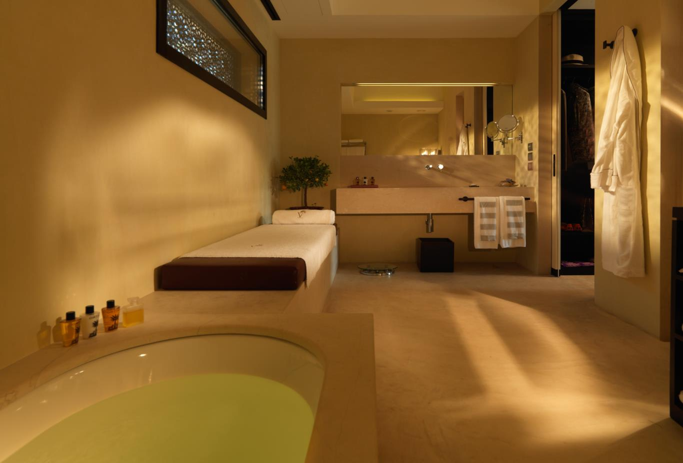 Deluxe Room bathroom space