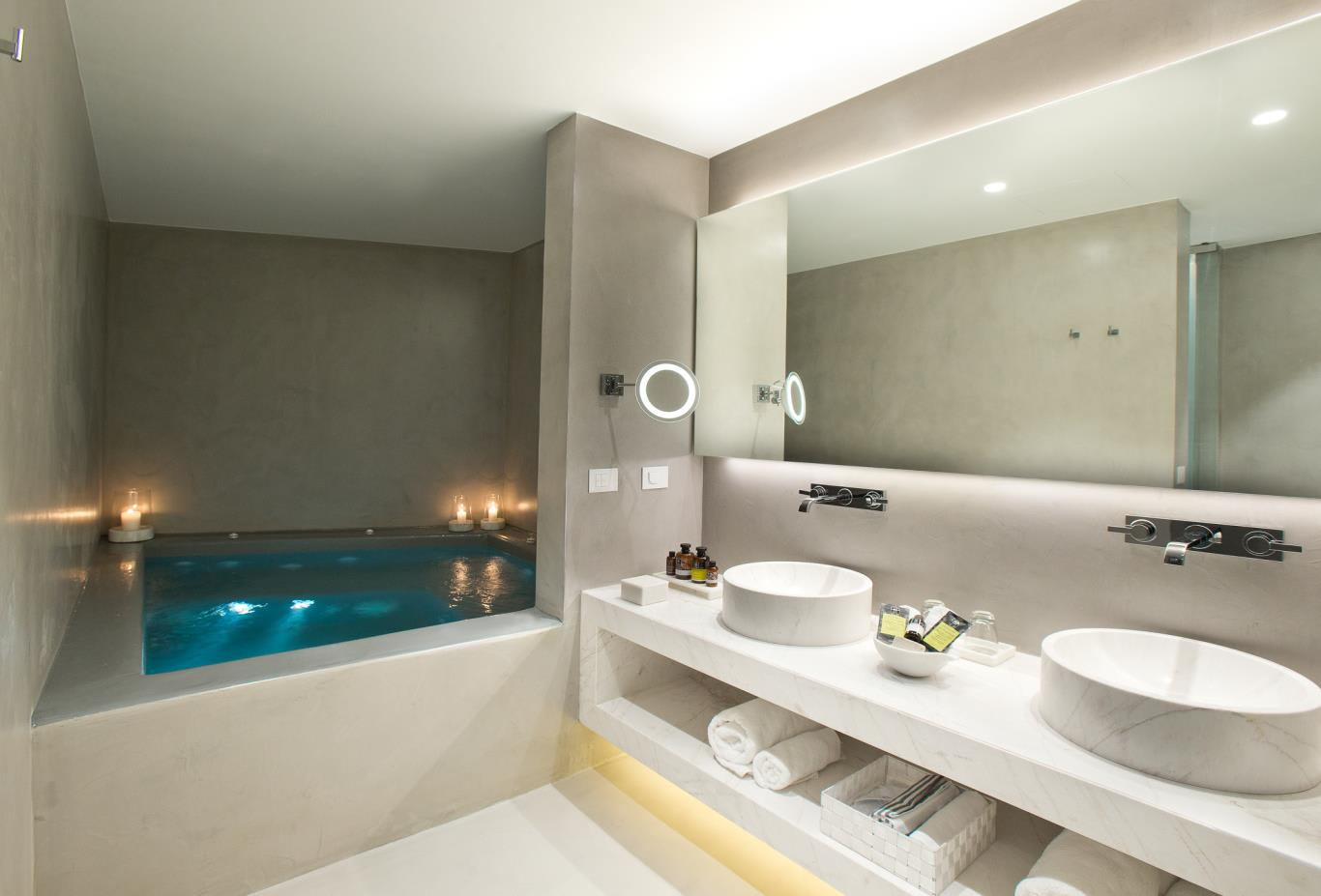 Grace suite bathroom & indoor plunge pool