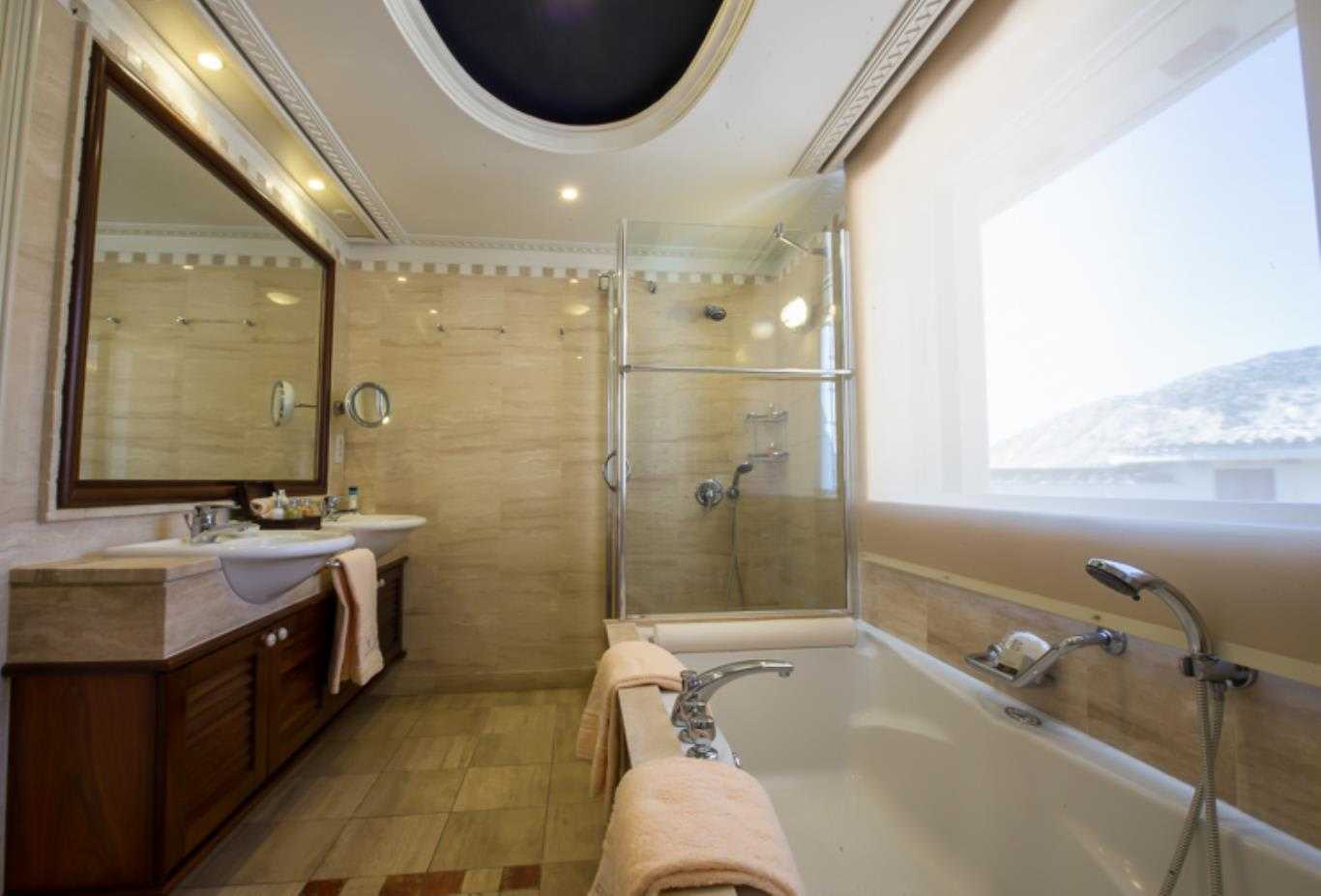 Executive Suite Sea View Main Building - Bathroom