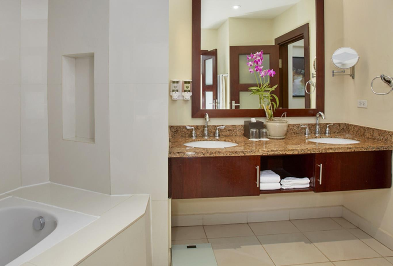 Bungalow Suite bathroom