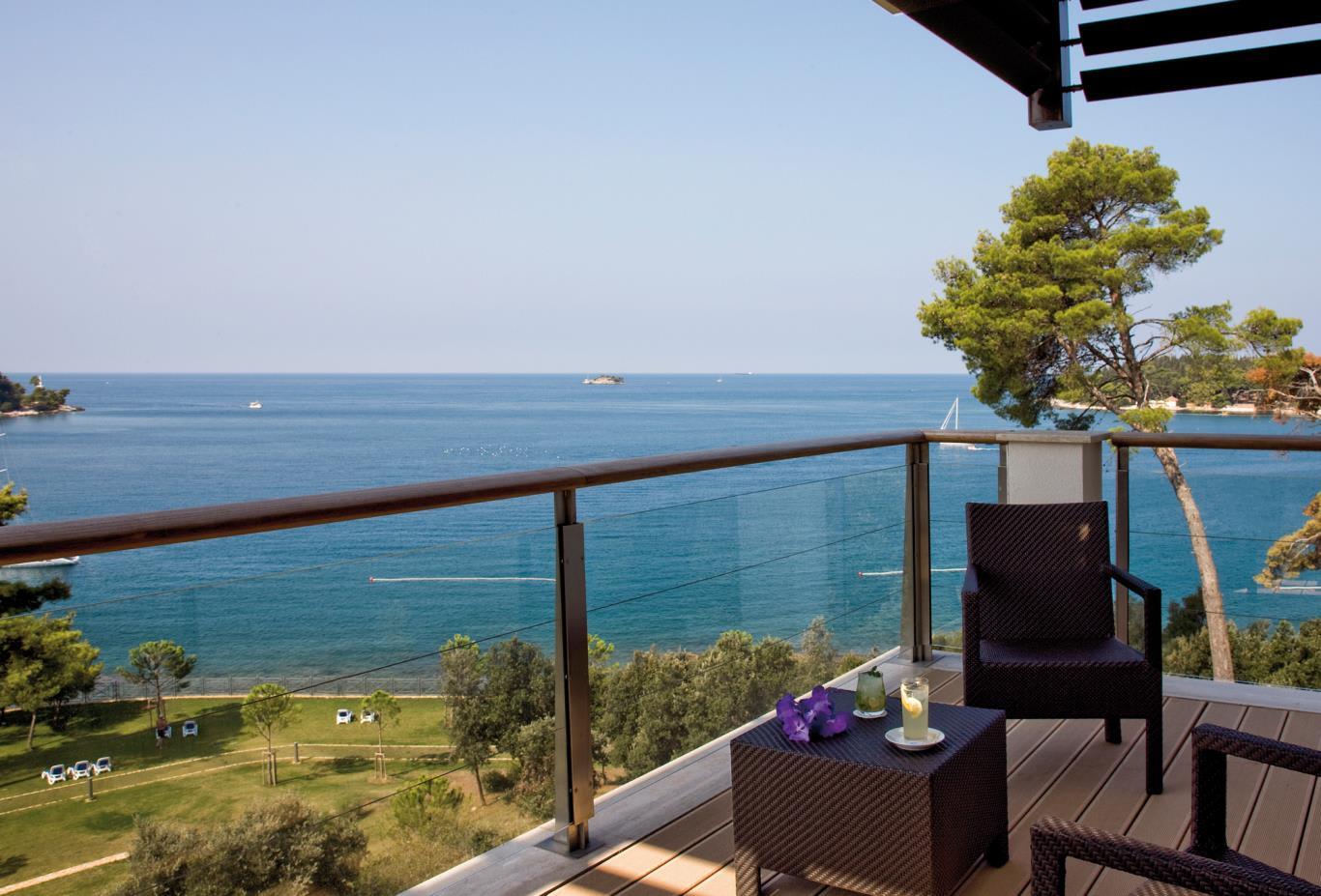 Executive-Suite-Balcony-View