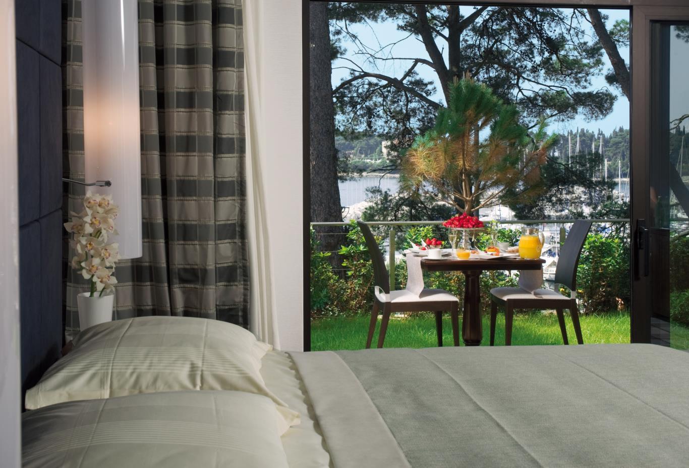 Monte-Mulini-Suite-Bedroom