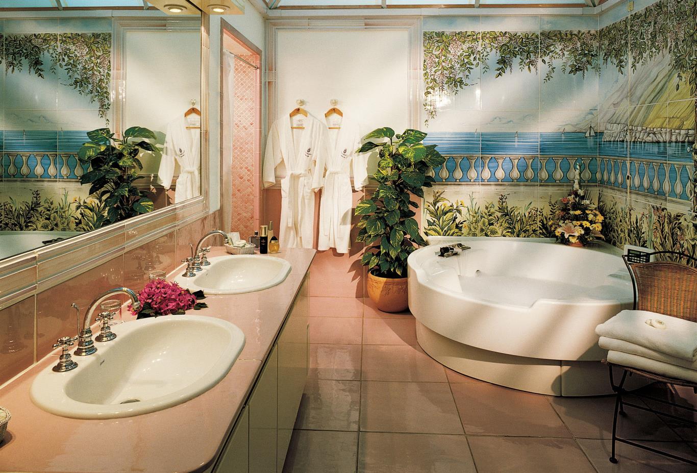 SuiteBathroom-nws