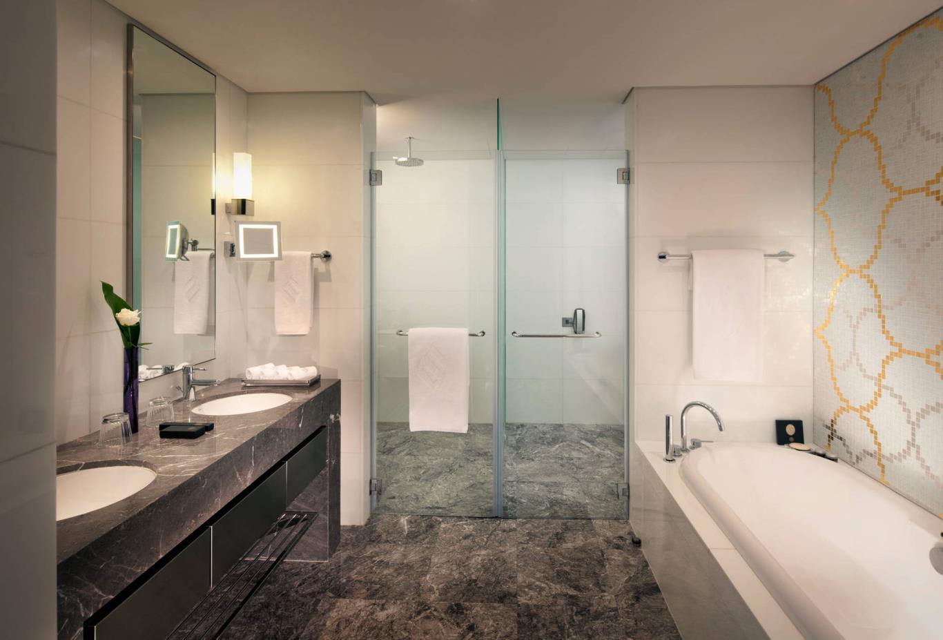 Grand-deluxe-bathroom