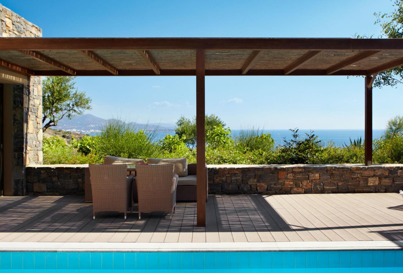 Suite pool area
