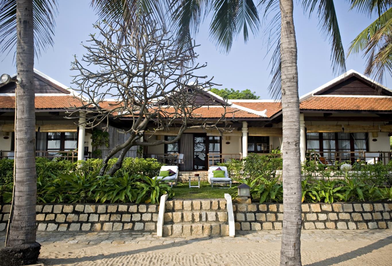 Beachfront  Ana Mandara Suite exterior