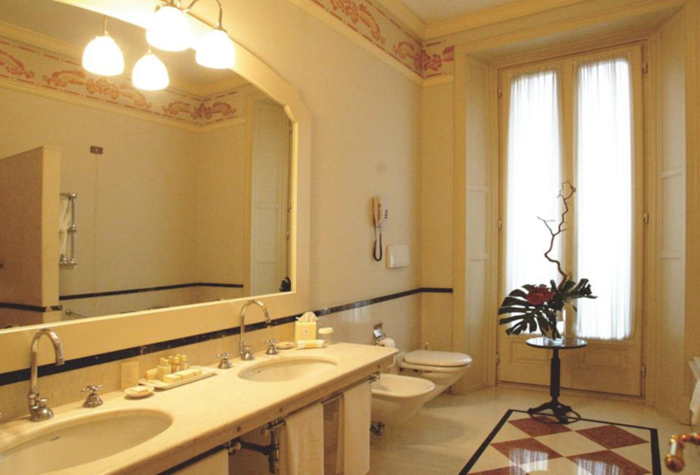 Classic Double or Twin Room bathroom