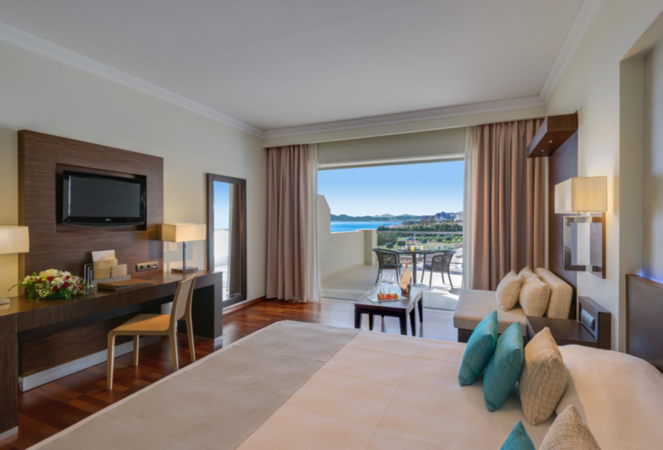 Elite Guestroom sea view bedroom