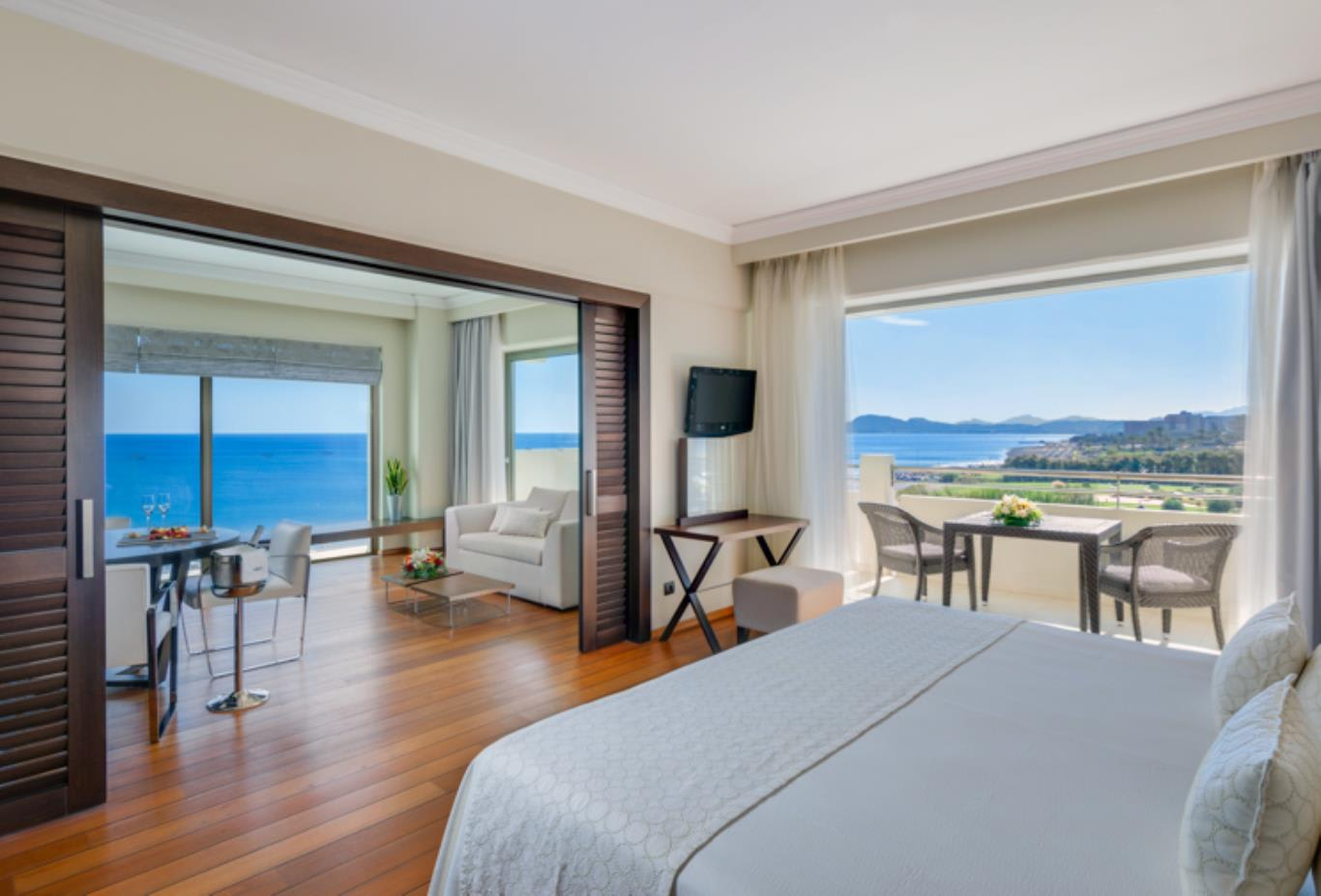 Elite One Bedroom luxury suite sea view bed