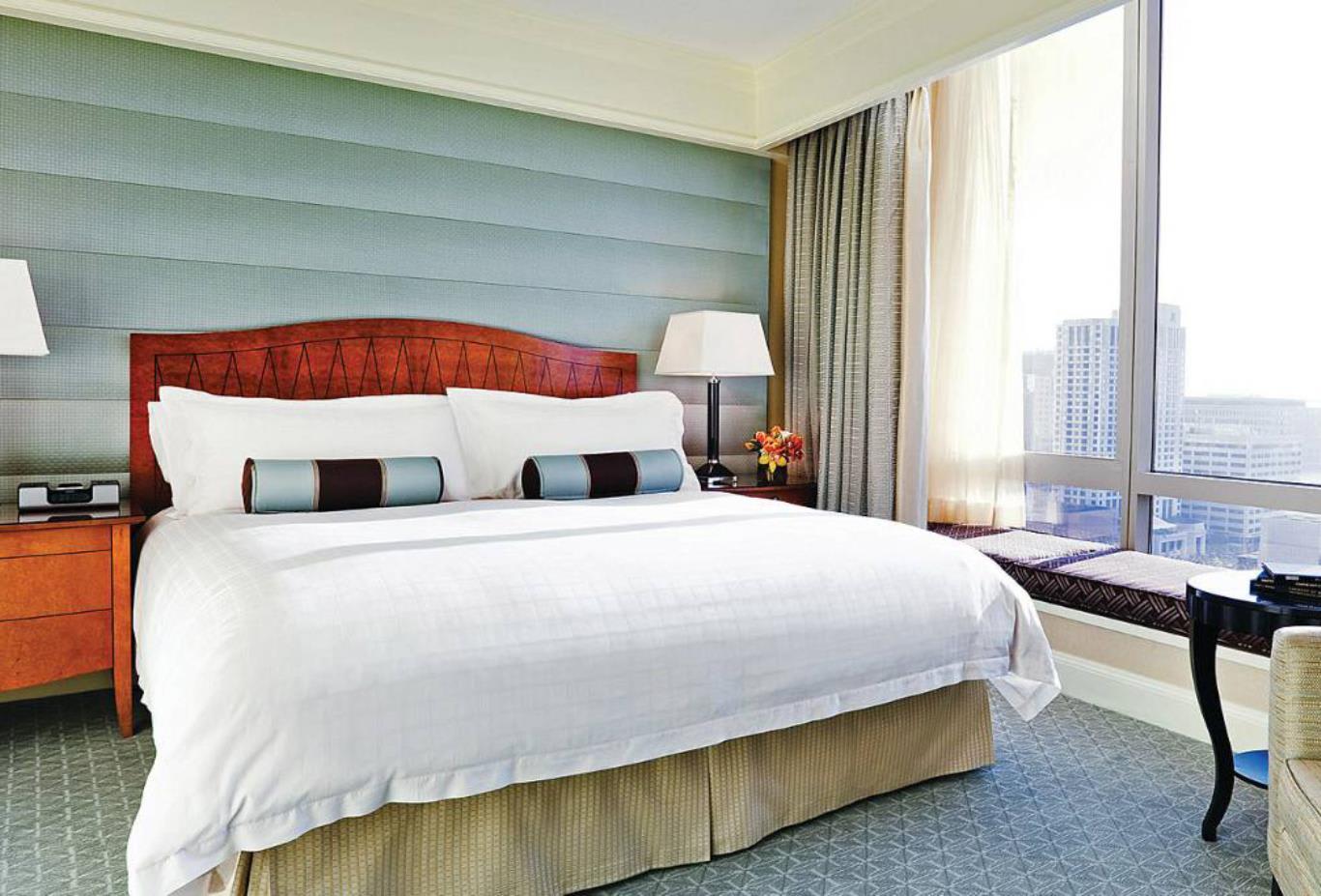 Superior Four Seasons Executive Suite Bedroom