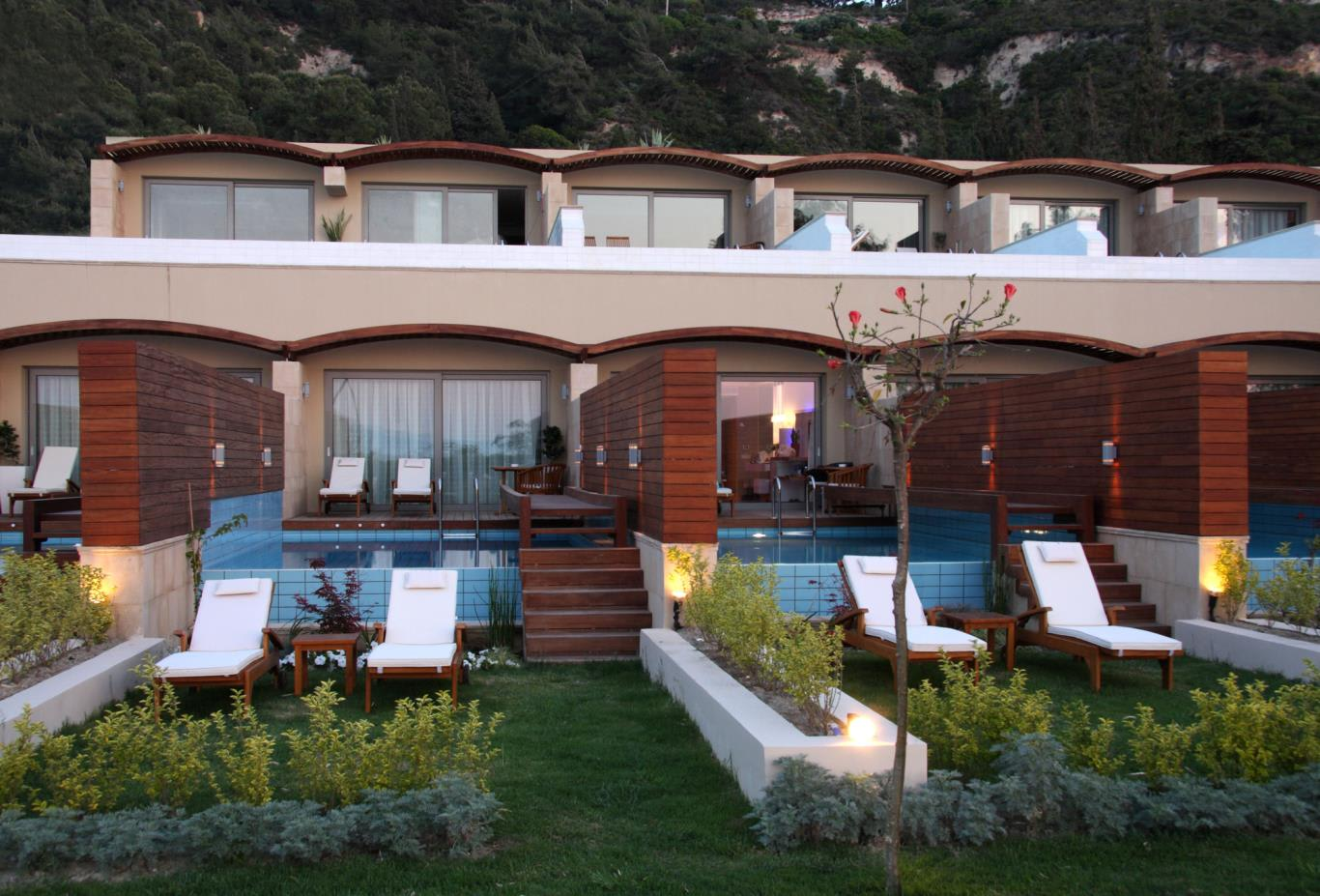 Elite-Suite-with-private-pool-and-garden
