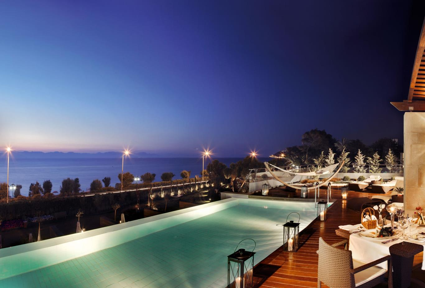 Presidential-Suite-Private-Swimming-Pool-by-Night