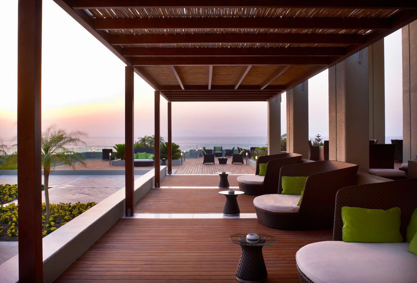 Lounge bar exterior