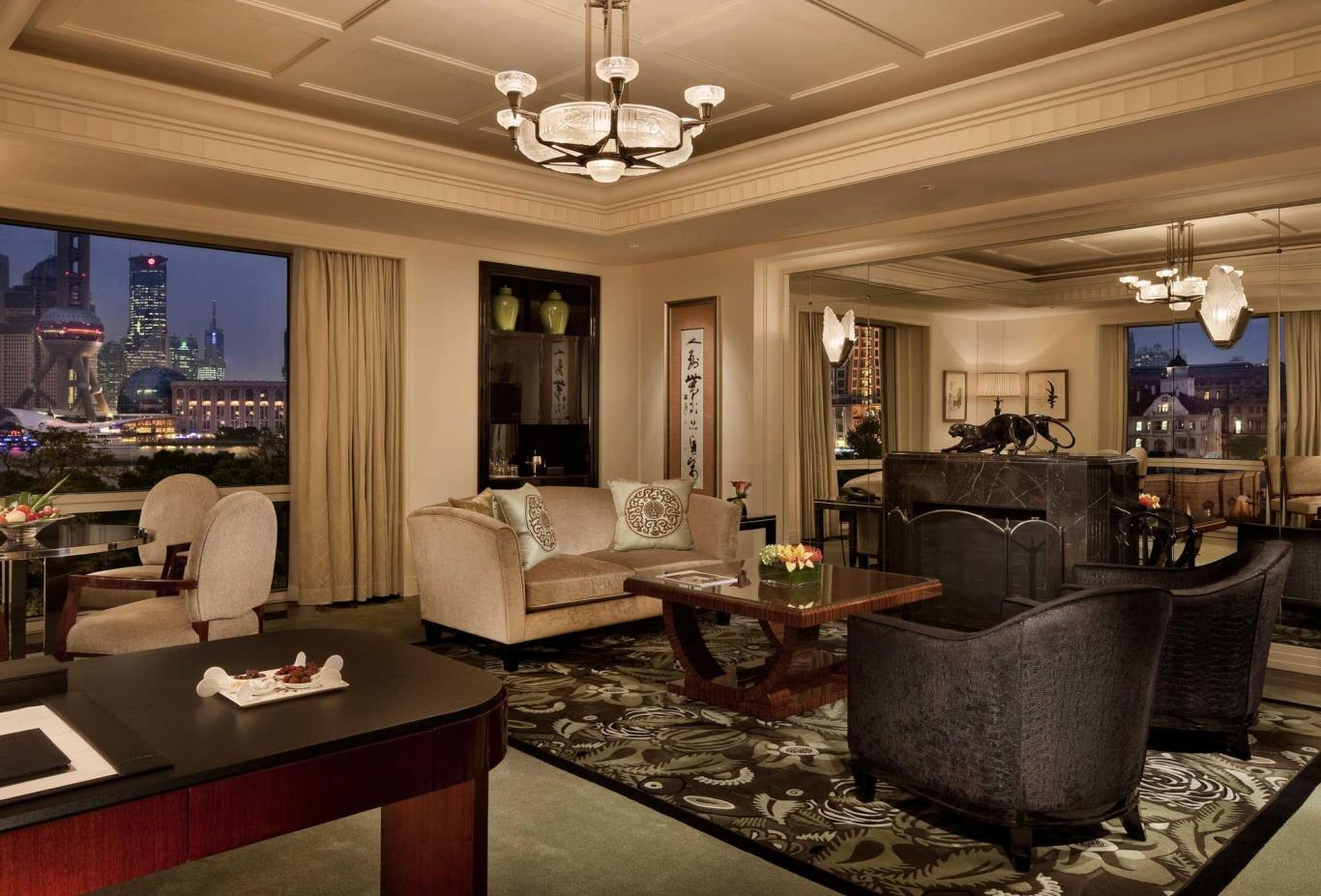 Grand-Deluxe-Suite-Living-room