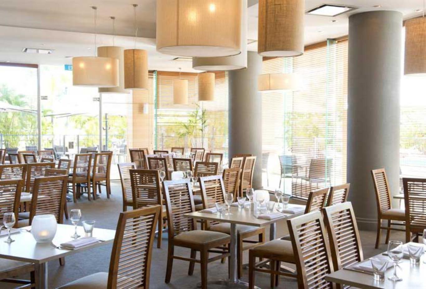 Finz-Restaurant-lunch-setting
