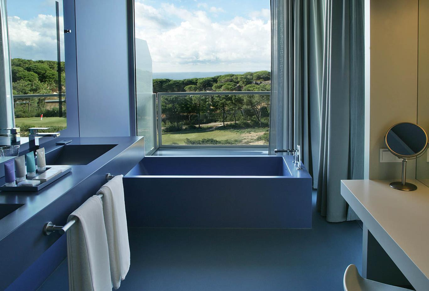 Oitavos Suite bathroom