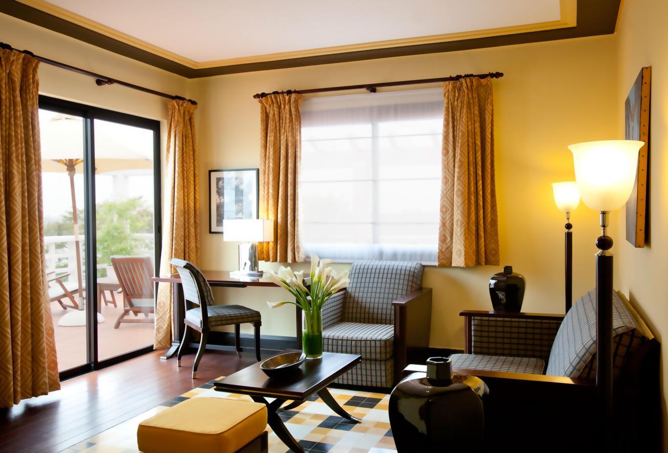 Colonial-Suite