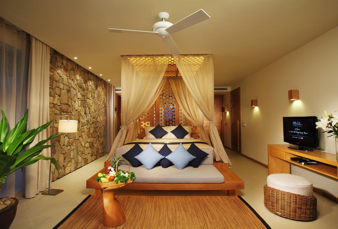 Garden, Cliff, Beachfront Villa and Mia suite