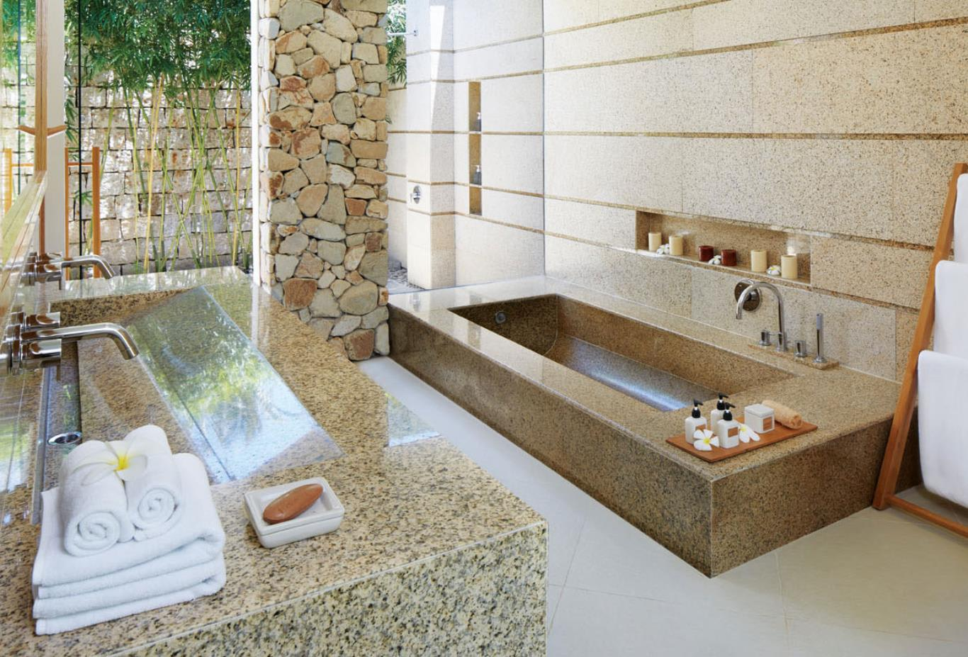 Garden and Cliff villa Bathroom