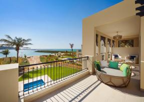Two Bedrooms Sea Front Family Villa Balcony