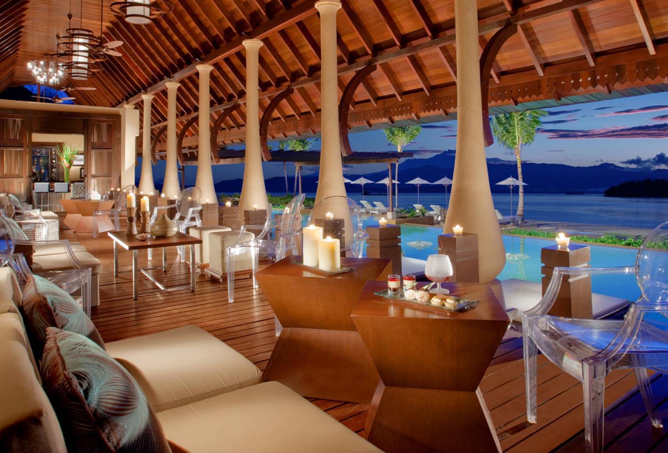 Pool-Bar-Lounge
